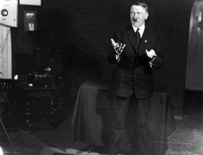 Подготовка Адольфа Гитлера к публичным выступлениям (12 фото)