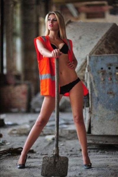 Странные и неудобные позы девушек для фотографии (24 фото)