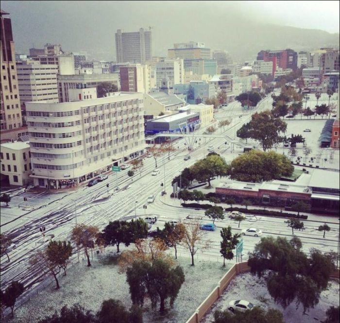 В Южно-Африканском городе Кейптаун выпал снег (11 фото)