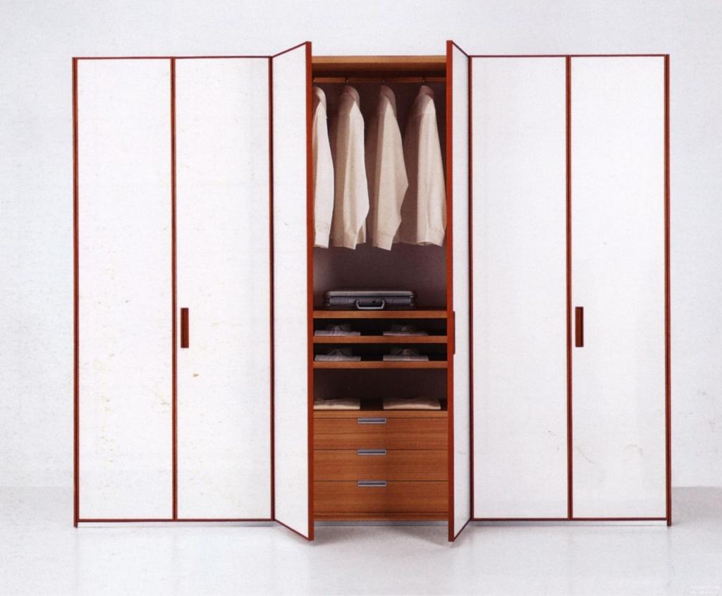 Распашные шкафы.